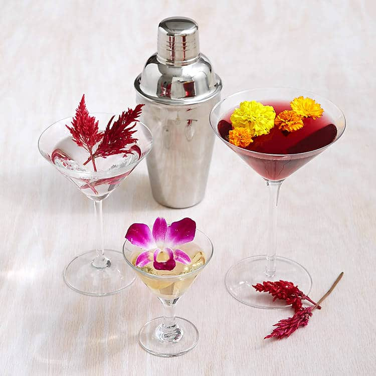 Edible flowers cocktail