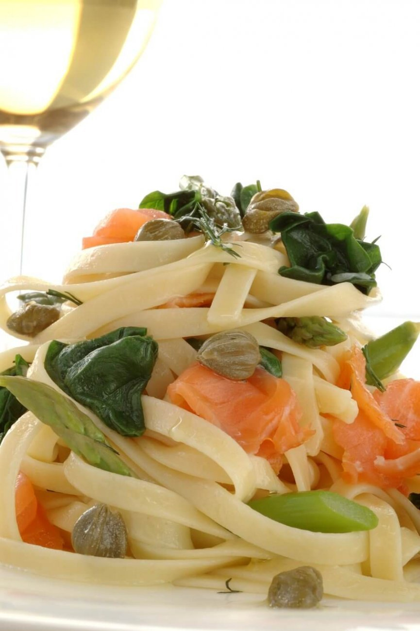FETTUCCINE WITH SALMON, ASPARAGUS AND CAPERS IN LEMON AND DILL OIL
