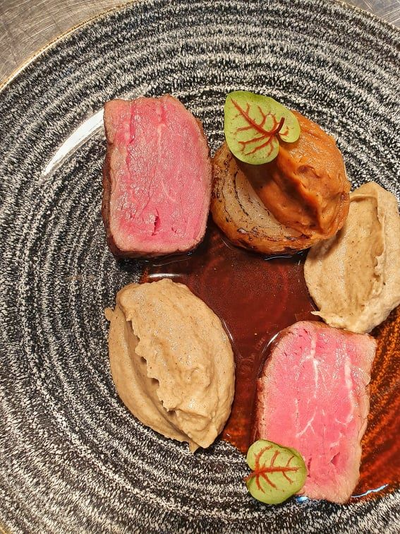 Sous Vide Beef tenderloin, cooked in butter with Jerusalem Artichokes puree