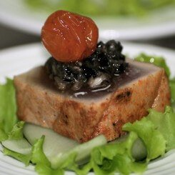 Tuna-on-cucumber-w-tapenade-and-confit-cherry-tomatox