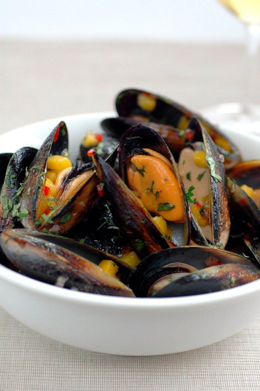STEAMED MUSSELS WITH MANGO AND CORIANDER SALSA